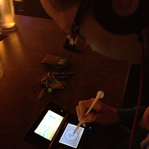 pamela horton playing nintendo ds in bar