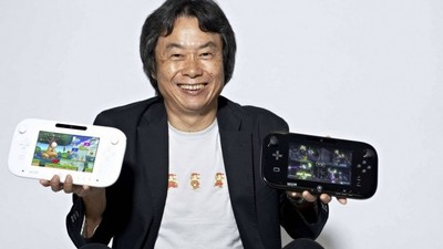 Wii U Screenshot - Miyamoto holding Gamepad