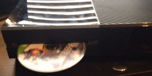 Xbox One disc tray
