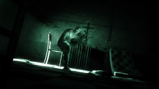 OUTLAST Screenshot - Outleaks sneaks onto the Xbox One Store on June 24th