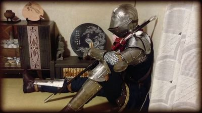 Man takes metal bowl, talent and glitter, makes awesome Dark Souls 2 armor
