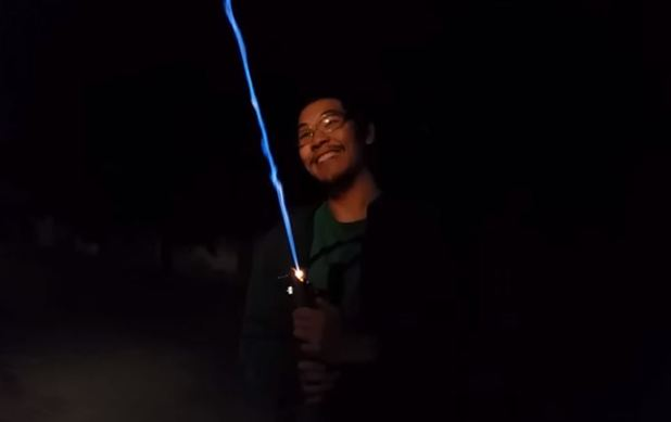 Someone made a real-life lightsaber, it's both terrifying and awesome